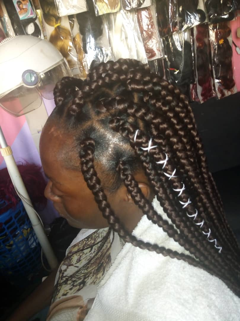 salon de coiffure afro tresse tresses box braids crochet braids vanilles tissages paris 75 77 78 91 92 93 94 95 RFIEQHPN