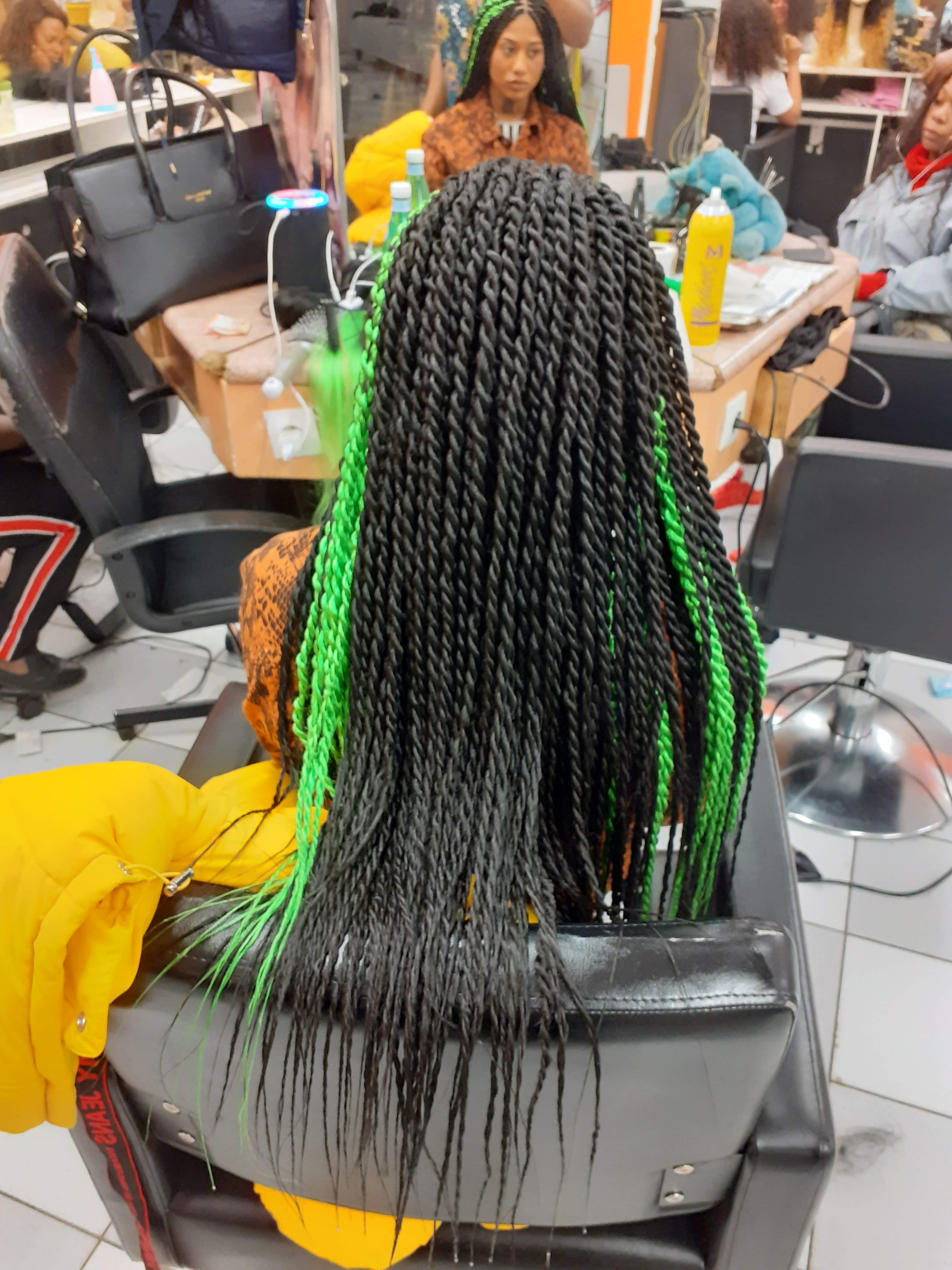 salon de coiffure afro tresse tresses box braids crochet braids vanilles tissages paris 75 77 78 91 92 93 94 95 ADSYYWNG